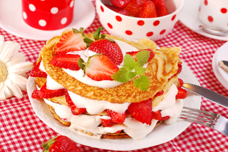 Pancakes with strawberries and cream | MummyPages.MummyPages.uk