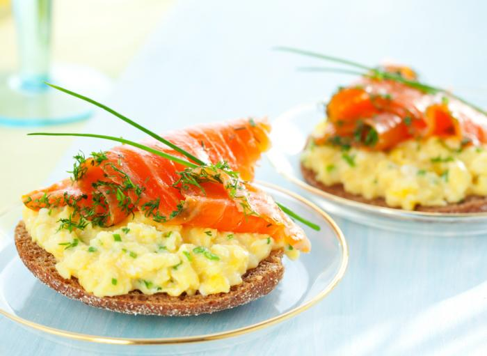 Scrambled eggs and smoked salmon on soda toast | MummyPages.MummyPages ...