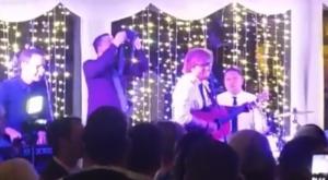 Ed Sheeran and Johnny McDaid play at IRISH wedding together
