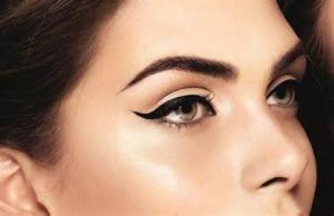 Achieve the PERFECT winged eyeliner with this little invention