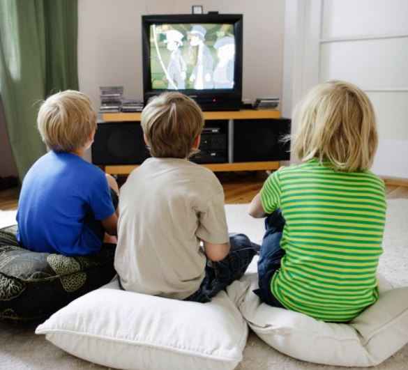 negative effects of tv on children-essay Essay topic: the negative aspects of the general effect television has on children essay questions: is tv by itself a straight danger for the viewer.